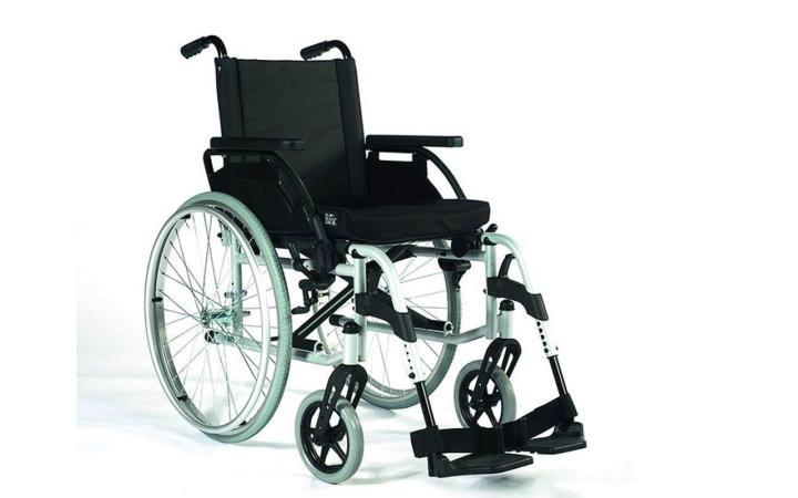Rollstuhl Breezy X mit Begleitpersonenbremse
