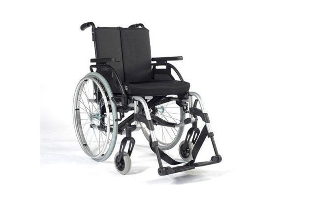 Rollstuhl Breezy Rubix 2 XL, mit Begleitpersonenbremse